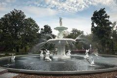 Forsyth-Park-Brunnen in der Savanne während der Tageszeit Stockbild