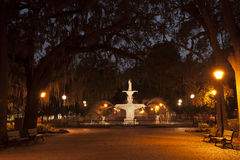 Forsyth-Park-Brunnen nachts Lizenzfreie Stockfotografie