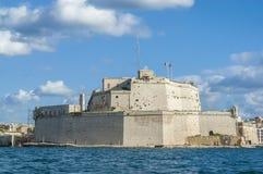 Fort Świątobliwy Angelo w Vittoriosa, Malta, jak widzieć od (Birgu) obrazy stock