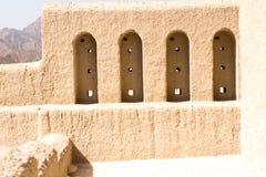 Fort antique de voyage et d'architecture de l'Oman de fort de Bahla célèbre pour la construction vieille architecture utilisée po Images stock