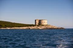 Fort Arza, Zanjic, de Baai van Boka Kotorska, Montenegro stock afbeeldingen