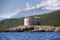 Fort Arza, Zanjic, de Baai van Boka Kotorska, Montenegro royalty-vrije stock fotografie