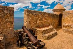 Fort Castillo del Moro, Santiago De Cuba, för Kuba inre gård och väggar Kanoner och bastioner av den gamla fästningen royaltyfria foton