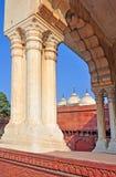 Fort d'Agra - mosquée de Nagina encadrée par Arch Photographie stock