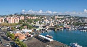 Fort de Francemening - horizon en vulkaan op de horizon - Caraïbisch tropisch eiland - Martinique stock foto