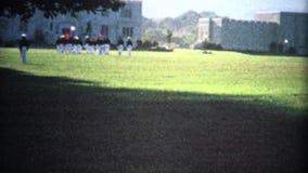 fort de marche de militaires (de vintage de 8mm) banque de vidéos