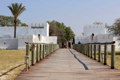 Fort de Namutoni, entrée au stationnement national d'Etosha Photographie stock