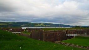 """Fort George, Inverness, Förenade kungariket †""""20 august 2017: Sikt av havet och ravelinoffortet George stock video"""