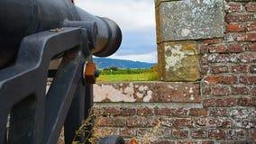 """Fort George, Inverness, het Verenigd Koninkrijk †""""20 augustus 2017: Kanon op een Fortgeorge bastion wordt geplaatst dat stock footage"""
