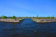 Fort i golfen av Finland i Kronstadt, St Petersburg, Ryssland Arkivbilder