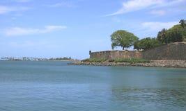 Fort-Kontrollturm und Ozean Stockbild