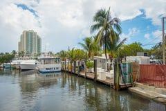 FORT LAUDERDALE, США - 11-ОЕ ИЮЛЯ 2017: Много шлюпок показанных в пристани на Fort Lauderdale, Флориде Стоковые Фото