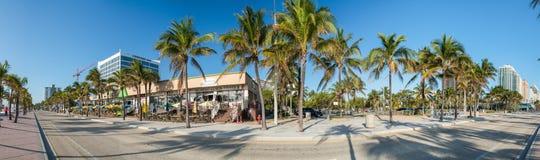 FORT LAUDERDALE - 25 DE FEBRERO DE 2016: Bulevar de la playa en un soleado Fotos de archivo