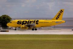 FORT LAUDERDALE, Etats-Unis - 24 mai 2015 : Lignes aériennes Airbus A320 d'un esprit roulant au sol au Fort Lauderdale/à aéroport Images stock