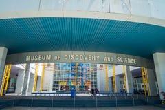 FORT LAUDERDALE, EUA - 11 DE JULHO DE 2017: Visita bonita do museu da descoberta e da ciência situadas no Fort Lauderdale imagens de stock royalty free