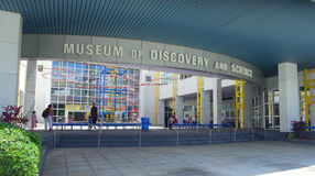 FORT LAUDERDALE, EUA - 11 DE JULHO DE 2017: Visita bonita do museu da descoberta e da ciência situadas no Fort Lauderdale foto de stock royalty free