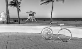 FORT LAUDERDALE, FL - 10 DE ENERO DE 2016: Vida de noche de la ciudad en la oscuridad Fotografía de archivo libre de regalías