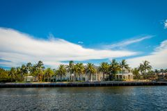 FORT LAUDERDALE USA - JULI 11, 2017: Den härliga sikten av den nya floden med floden går promenad i Fort Lauderdale, Florida Royaltyfri Foto