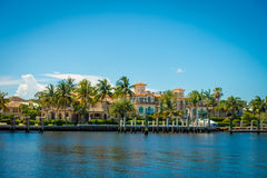 FORT LAUDERDALE, USA - JULY 11, 2017: Beautiful view of new river with riverwalk promenade highrise condominium Royalty Free Stock Images