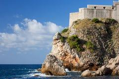 Fort Lovrijenac auf hoher Klippe in Dubrovnik Stockbilder