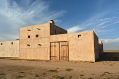 Fort militaire occidental de style d'Adobe vieux Images libres de droits