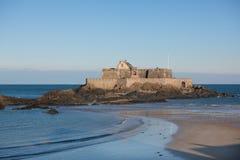 Fort Nationaal in Heilige Malo (Frankrijk) stock foto's