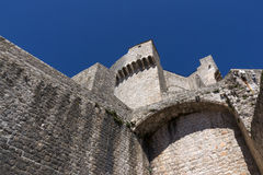 Fort på stadsvallen i Dubrovnik Arkivbild