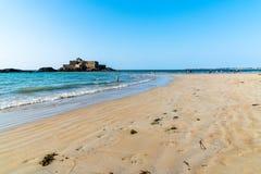 Fort plaża w Saint Malo i obywatel obrazy stock
