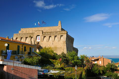 Fort in Porto Santo Stefano lizenzfreie stockfotos