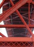 Fort Ross, San Francisco: De metaalstructuur Golden gate bridge befogged royalty-vrije stock foto's
