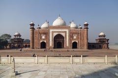 Fort runt om Taj Mahal i Agra, Indien Royaltyfria Foton