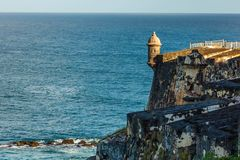 Fort San Felipe Del Morro i San Juan, Puerto Rico på soluppgång royaltyfria foton