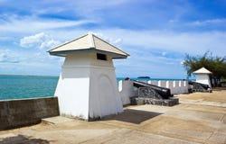 Fort und große Gewehr in dem See in Songkhla Lizenzfreies Stockfoto