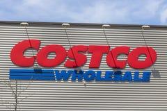 Fort Wayne - около апрель 2017: Положение оптовой продажи Costco Оптовая продажа Costco розничный торговец многомиллиардного долл Стоковая Фотография