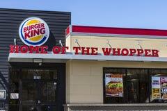 Fort Wayne - Circa April 2017: Burger King Retail Fast Food läge Varje dag besöker mer än 11 miljon gäster Burger King III Royaltyfria Bilder