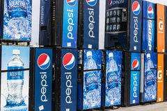 Fort Wayne - Circa April 2017: Pepsi en de Automaten die van Pepsico op Reparatie II wachten Royalty-vrije Stock Afbeeldingen