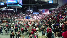 Fort Wayne Indiana, November 5, 2018 presidenten Donald Trump samlar lager videofilmer