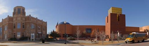 Fort Worth-Museum der Wissenschaft und der Geschichte (recht) und nationales Cowgirl-Museum und Hall of Fame (verlassen) Stockfoto