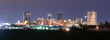 Fort Worth Teksas linii horyzontu trójcy W centrum rzeka Nocna Obrazy Stock