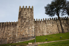 Fortalecimiento de la ciudad de la pared de Fernandina en Oporto Imagen de archivo