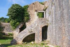 Fortalecimientos antiguos Fuerte arruinado Montenegro, ciudad de Herceg Novi, vista de la fortaleza española de la fortaleza de S imagen de archivo libre de regalías