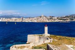 Fortalecimientos y faro en la isla de si En el fondo, Marsella, Francia Foto de archivo