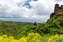 Fortaleza Amberd nas inclinações da montagem Aragats Fotografia de Stock