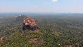 Fortaleza antiga da rocha de Sigiriya na prov?ncia central de Sri Lanka video estoque