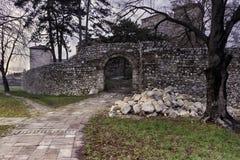 Fortaleza antigua bajo reconstrucción en Pirot, Serbia imagen de archivo libre de regalías
