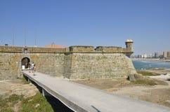 Fortaleza antigua en la playa Foto de archivo libre de regalías