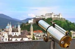 Fortaleza binocular a fichas Salzburg Áustria de Hohensalzburg do visor Foto de Stock