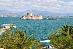 Fortaleza Bourtzi, puerto de Nafplion, Grecia Fotos de archivo libres de regalías