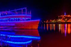 Fortaleza de Belgrado pela noite e pelo navio iluminado 1 Foto de Stock