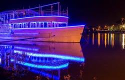 Fortaleza de Belgrado pela noite e pelo navio iluminado 2 Fotos de Stock